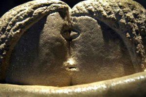 Sculpture - Constantin Brancusi - Le baiser (détail)